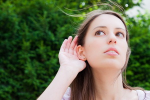 Тугоухость: причины, симптомы и лечение болезни