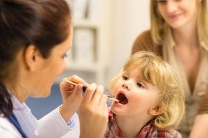 Гипертрофия нёбных миндалин у детей: симптомы и лечение
