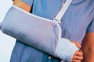 Переломы: виды, симптомы и первая помощь