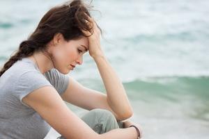 Дистимия: причины, симптомы и лечение