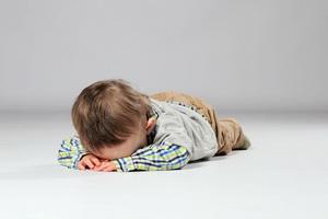 Обморок и коллапс у детей: причины и неотложная помощь