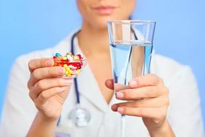 Правильный прием лекарств: чем нельзя запивать медикаменты