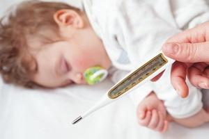Гипертермия у детей: признаки и оказание помощи