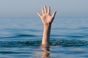 Виды утопления: периоды, симптомы и первая помощь